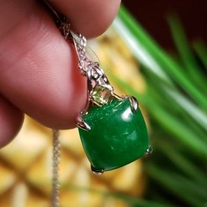 Jewelry - SOLID 18K GOLD IMPERIAL JADE PENDANT